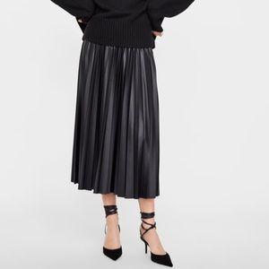 NWT Zara faux leather pleated midi skirt - XS